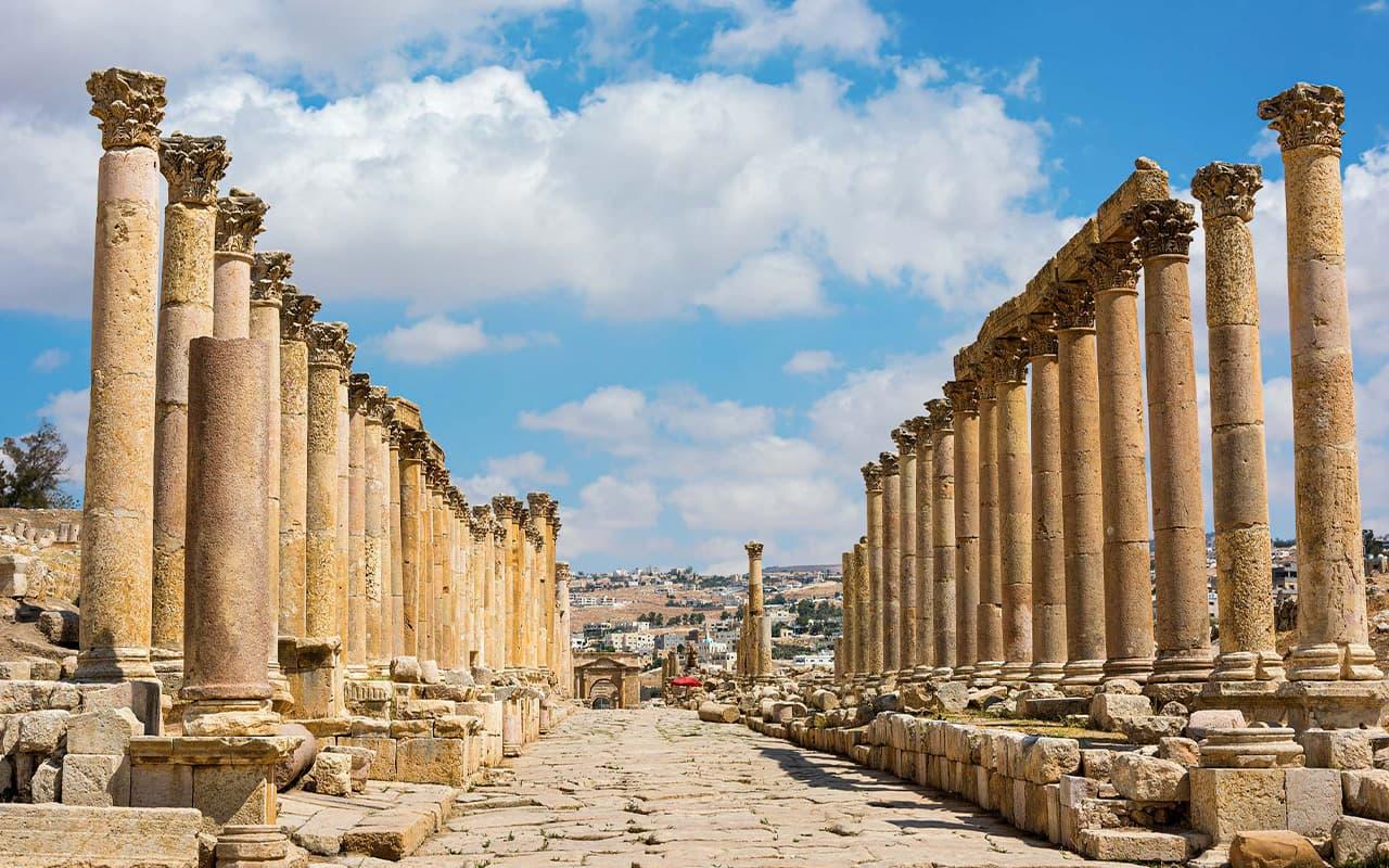 viaje-circuito-jordania-doethion-Fotolia-The-Cardo-Maximus-street-in-Jerash-Jordan